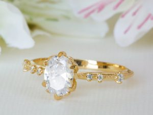antique engagement ring can be used as all in one ring